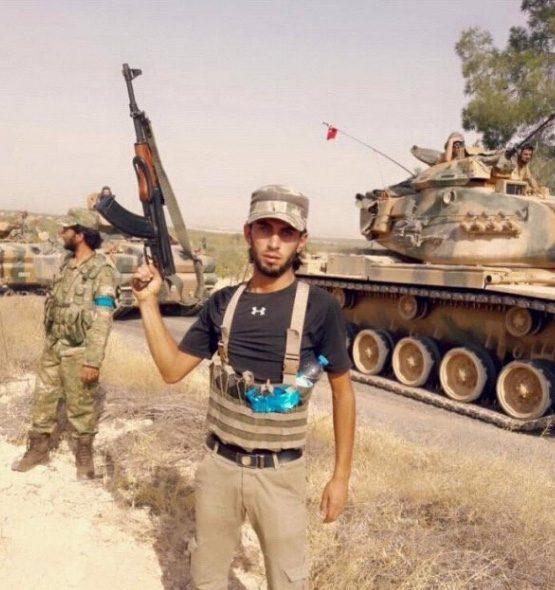 Cerablus'a yönelik operasyonda sınırı geçen TSK tanklarını ilk olarak 'mavi bantlı' Türkmen kuvvetleri karşıladı.