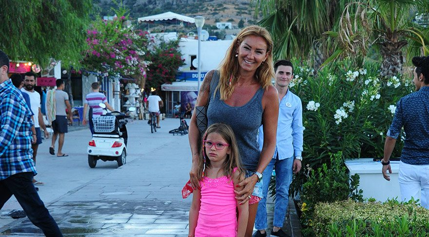 Pınar Altuğ karaya ayak bastı