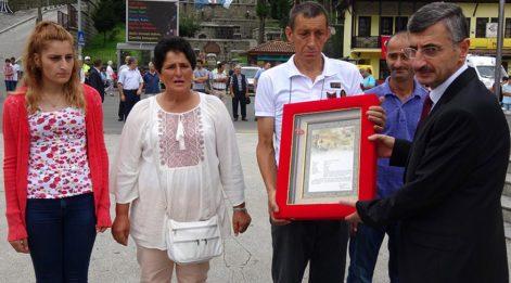 Zafer Bayramı töreninde şehit ailesine 'Şehadet Belgesi' verildi