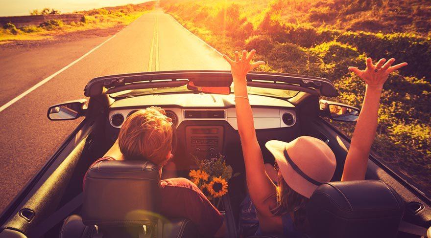 Yay: Öncelikle tutulma ile birlikte spontane, plansız bir tatile bir seyahate çıkabilirsiniz. Hatta hoşlandığınız biri veya partneriniz varsa onunla da çıkabilirsiniz bu seyahate. Tutulma etkisi ile iş konusunda bir anlaşma yapabilirsiniz.