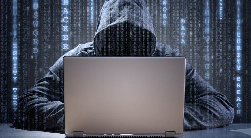 Kova burcu; teknoloji, internet ve yüksek teknolojiyi işaret ettiğinden dolayı, siber saldırılar gündeme gelebilir. İnternet üzerinden bir kriz çıkabilir. 8. evde meydana geldiği için tutulma, bankacılık sistemi üzerinden bir durum oluşabilir. Elektrik kesintileri ya da teknoloji üzerinden bir hamle gerçekleşebilir.