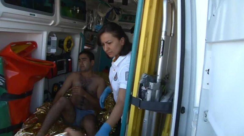 FOTO:DHA - Yaralı askerlere ilk müdahaleyi sağlık ekipleri yaptı.