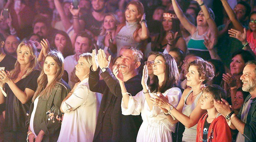 Ebru'yla değil Ahu'yla konserde