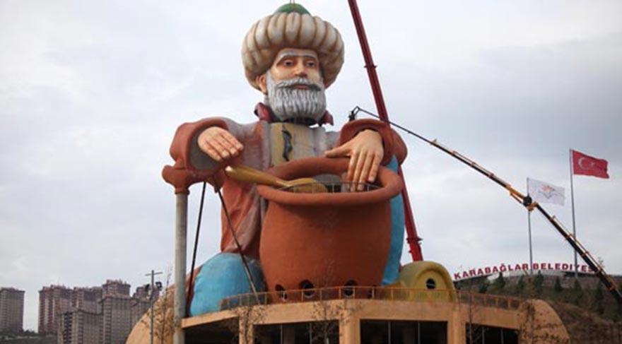 İzmir'deki gerçek ucube Nasrettin Hoca heykeli.
