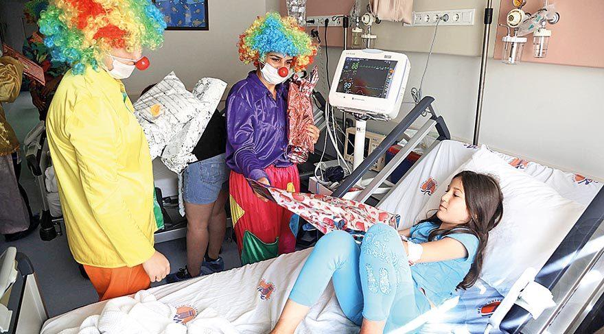 Kanser hastası miniklere özel palyaço