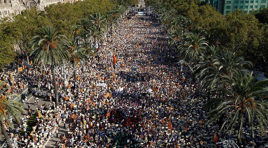 Katalan bağımsızlığı: Yüz binlerce kişi İspanya'dan ayrılmak için yürüdü