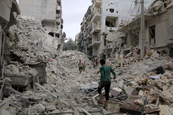 FOTO: REUTERS/ Halep'te muhaliflerin kontrolündeki Tarık el Bab semti, rejim güçlerinin hava saldırıları sonucu bu hale geldi.