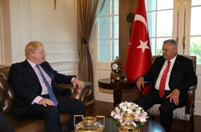 FOTO: REUTERS/ Başbakan Binali Yıldırım, İngiltere Dışişleri Bakanı Boris Johnson'ı kabul etti.