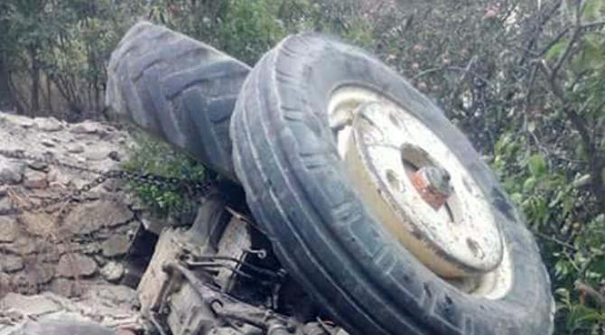 Traktör devrildi: 2 ölü, 2 yaralı