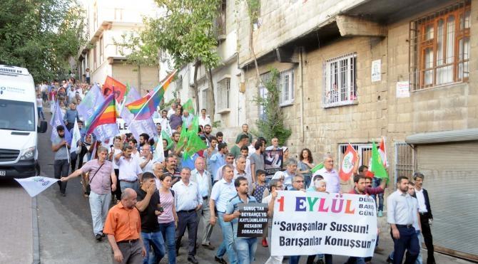 HDP'lilerden canlı bomba saldırısının yaşandığı sokakta barış çağrısı