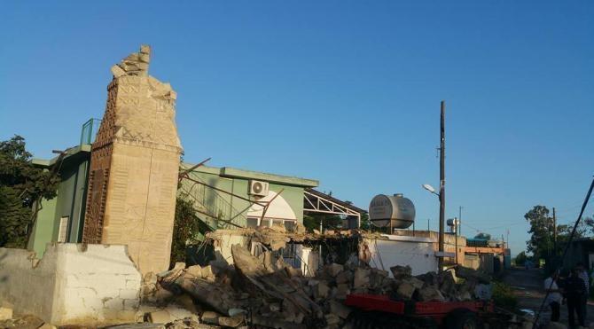 Adana'da fırtına minare yıktı