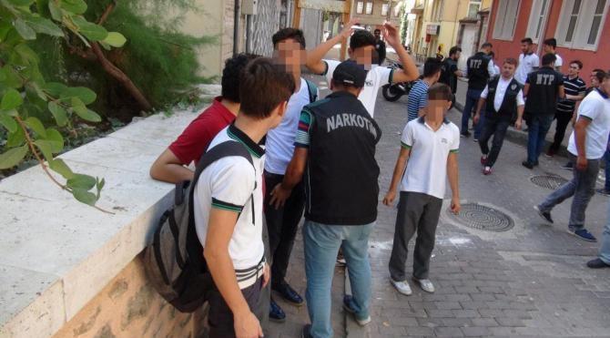 Bursa'da okul önlerinde uyuşturucu önlemi