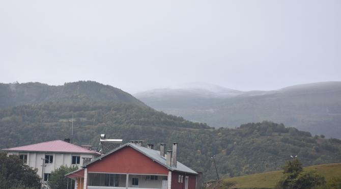 Posof dağlarına kar yağdı