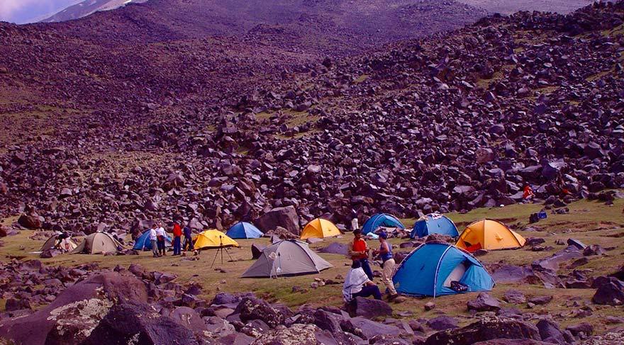 Ağrı Dağı'ndaki ana kampımız - 3350 m.