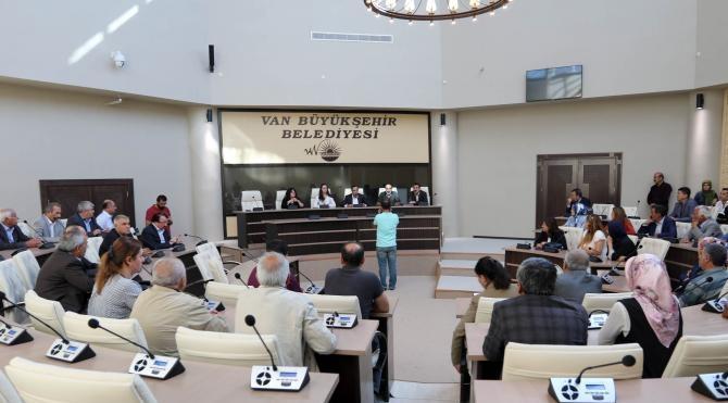 Van Büyükşehir Beledilesi'nin meclis toplantısınada koruma gerginliği