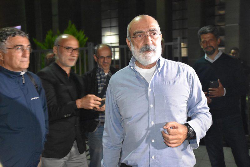 FOTO:DHA - Ahmet Altan adlye çıkışında açıklamalarda bulundu.