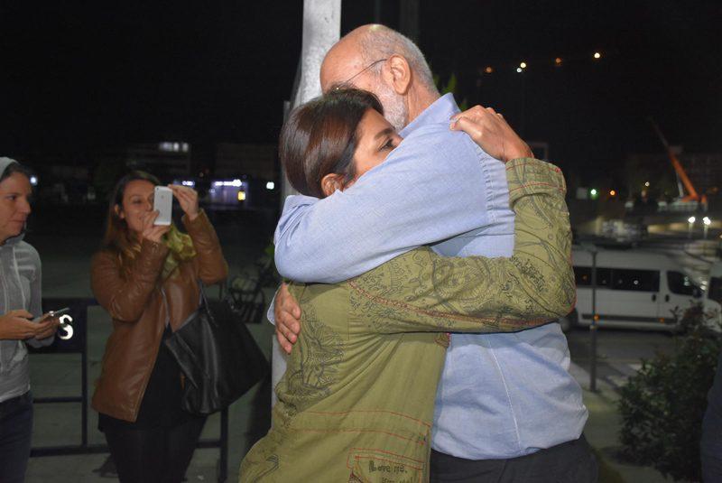 FOTO:DHA - Ahmet Altan'ı adliye çıkışında oğlu Kerem ile kızı Sanem Altan karşıladı.