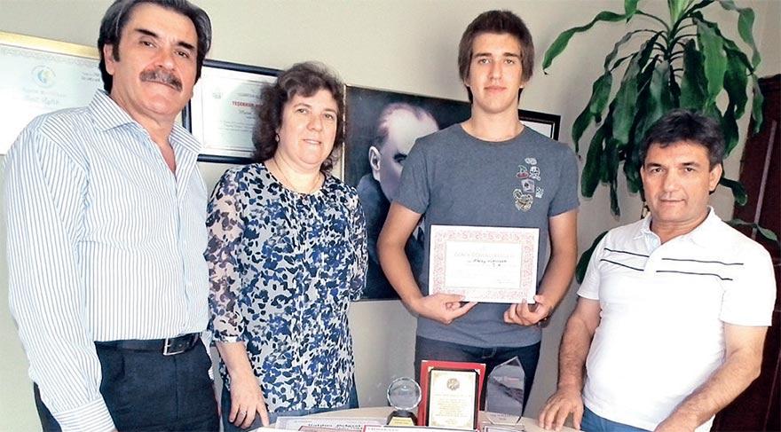 14 yaşındaki genç bilim adamı Adem Atalay Hüryaşar'ın 20'dan fazla ödülü var