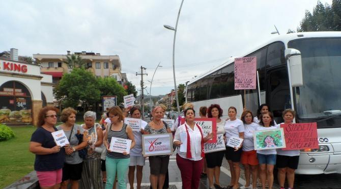 Marmaris'te CHP'li kadınlardan o saldırıya kınama