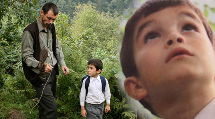 Bal filminin küçük oyuncusu Bora Altaş büyüdü