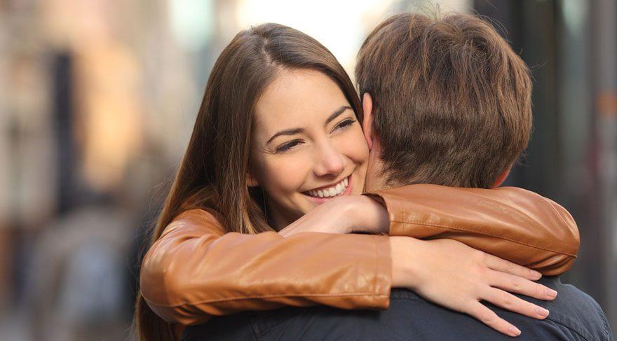 İlişkiler kurmaya çalışacağız, ilişkileri onarmaya çalışacağız, küs olduklarımızla barışmaya çalışacağız ya da onlar bizimle çalışacak. Yine evlenmek, birileri ile hayatımızı birleştirmek içinde harika bir dönem olacaktır. Yeni ortaklıklar kurabiliriz ve bu ortaklıklar işin içinde Jüpiter olduğundan dolayı oldukça kârlı ve faydalı ortaklıklar olacaktır. Bazılarımız evlenme teklif edip alacağız.