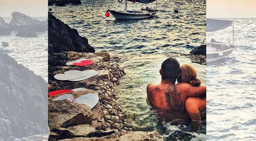 Ceyda Düvenci'den romantik veda