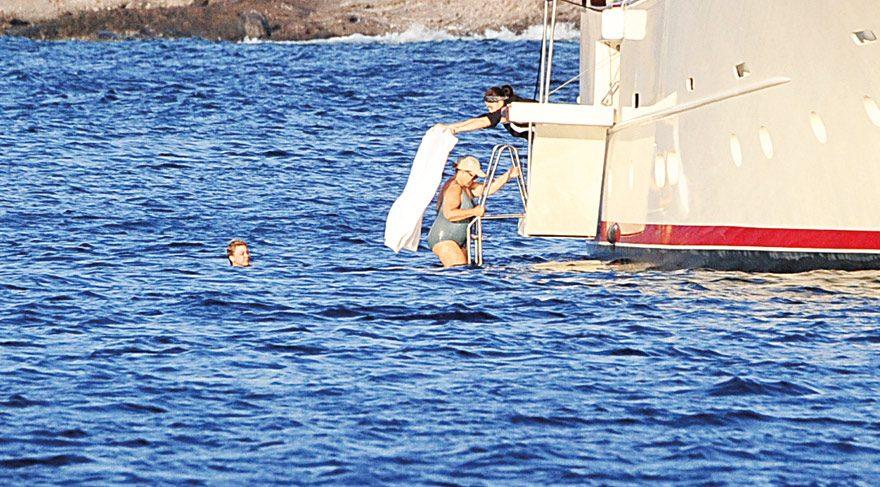 Tansu Çiller, tekneyi Cennet Koyu'na demirledi