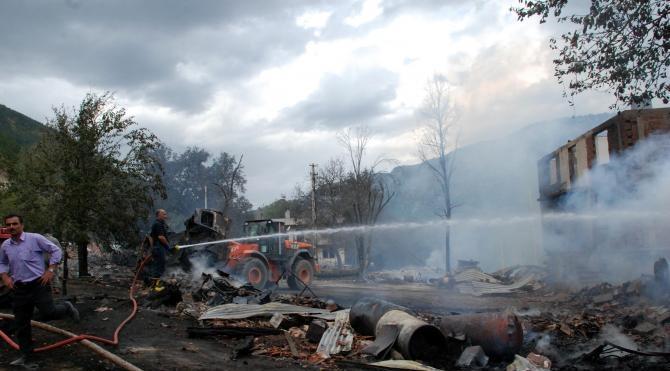 Kastamonu'da 16 ev yandı: 1 ölü