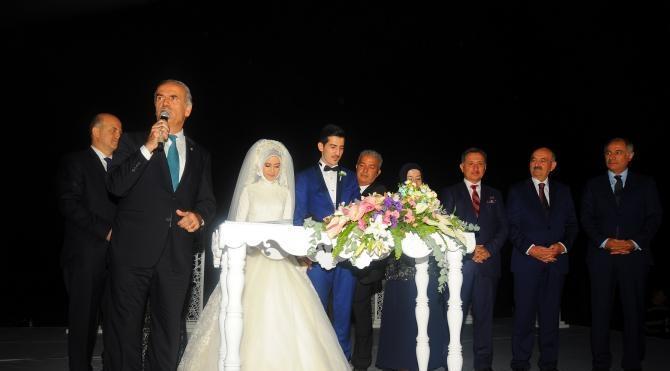 Bakan Müezzinoğlu ve Efkan Ala, nikah şahiti oldu