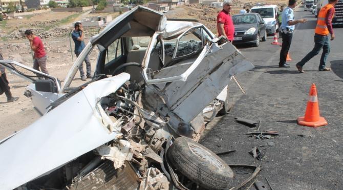 TIR ile otomobil çarpıştı: 1 ölü, 6 yaralı