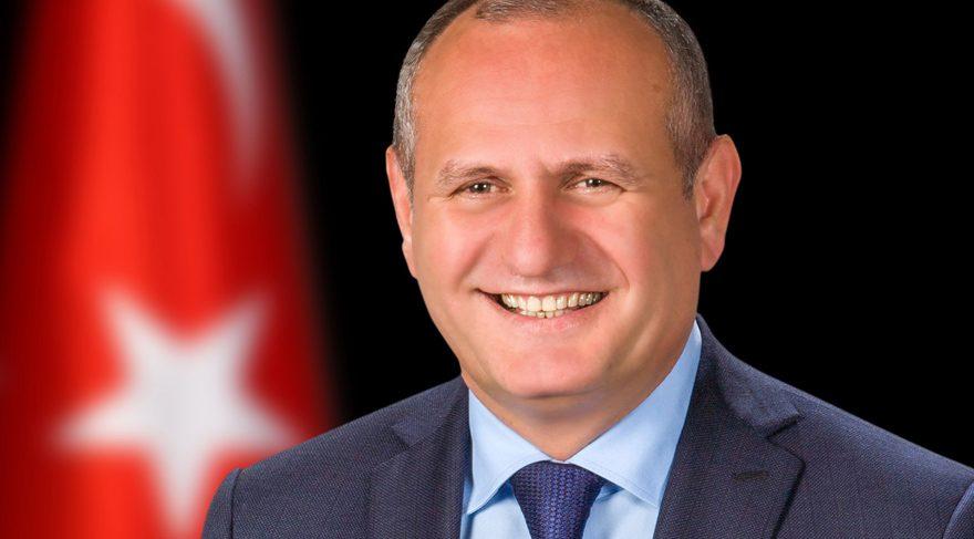 Düzce Belediye Başkanı Mehmet Keleş'in FETÖ pozu