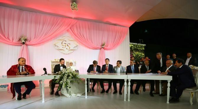 Davutoğlu ve Canikli, Başkan Çağırıcı'nın oğlunun düğününde nikah şahidi oldu