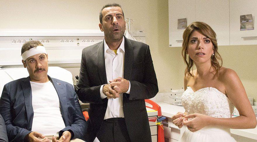 am bir Fenerbahçe aşığı olan, ancak olgunlaşma yolunda hiçbir belirti göstermeyen Zafer, hiç niyeti olmamasına rağmen babasının ısrarı sonucunda, kendisine aşık çocukluk arkadaşı Feryal ile evlenmek zorunda kalmıştır.