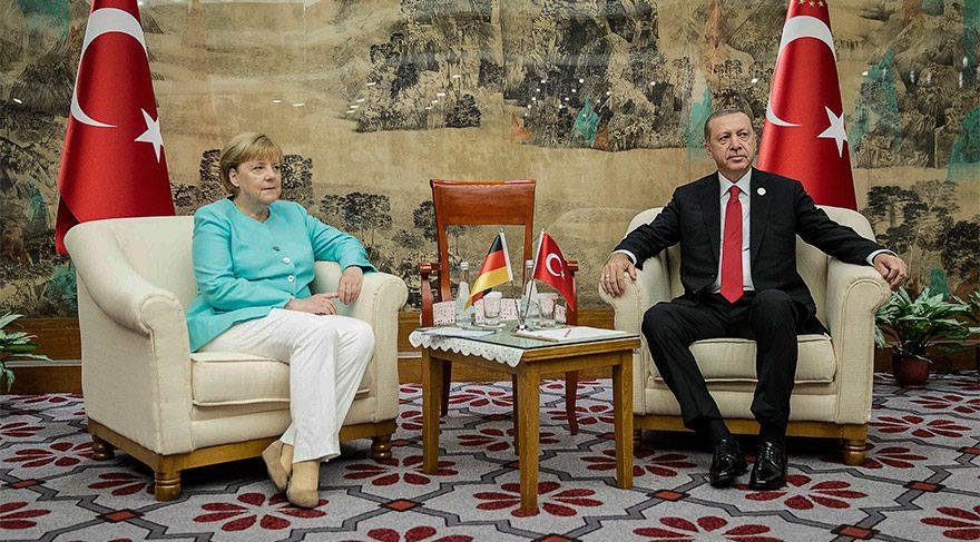 Merkel ile Erdoğan arasında sürpriz görüşme