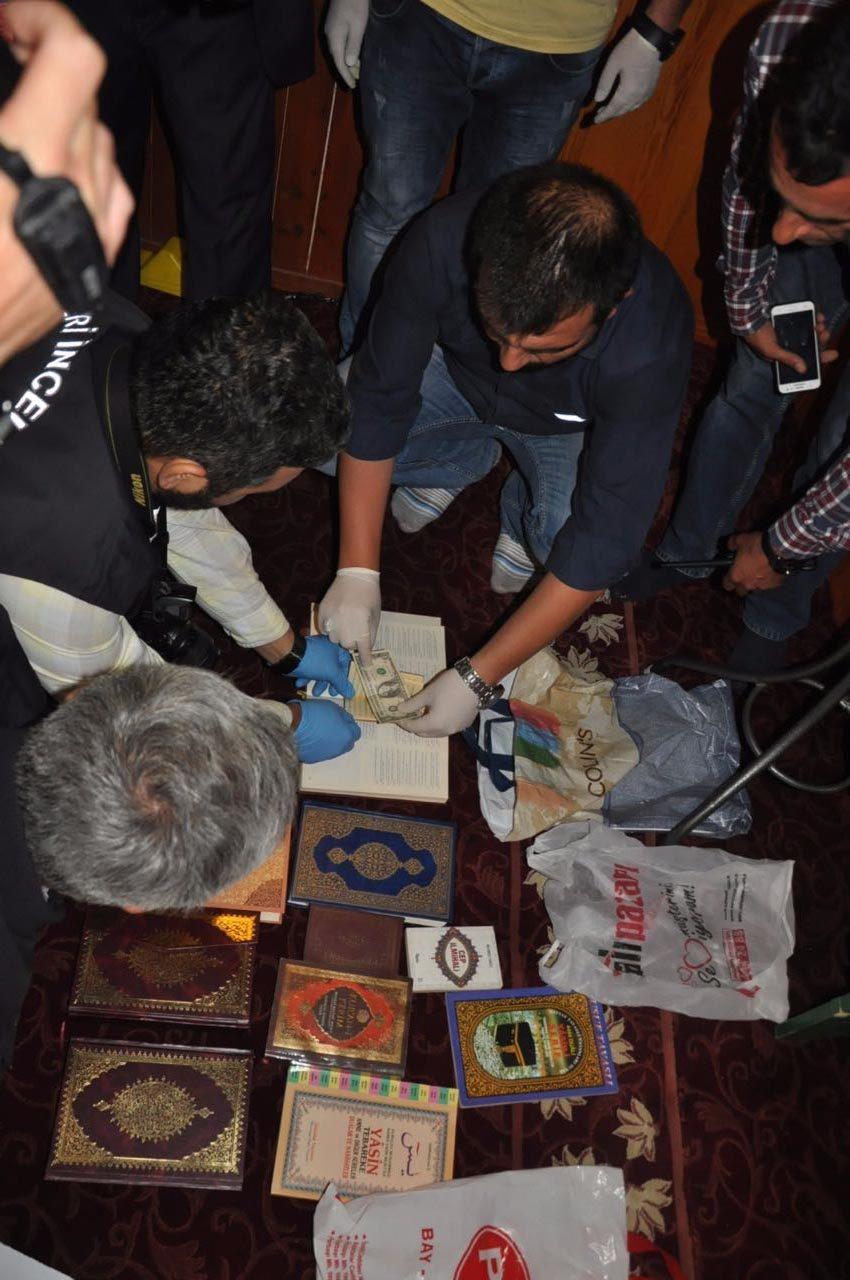 Camiye bırakılan Kuranı Kerim'in arasında 1 dolar bulundu