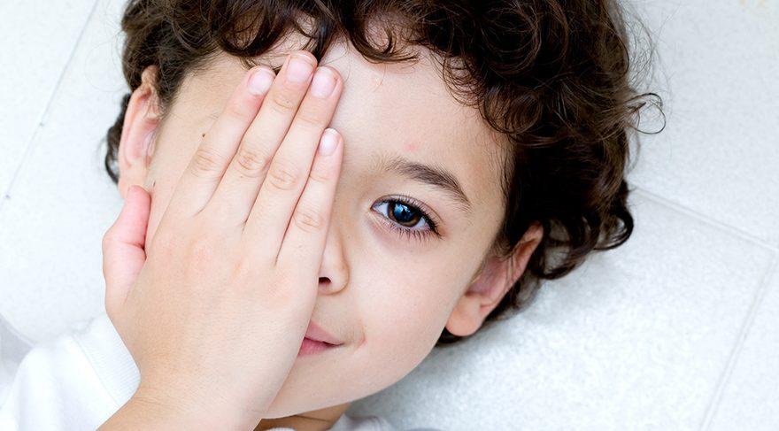 Çocuklarda göz tembelliğinin 9 belirtisi