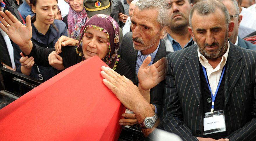 FOTO:DHA - Şehit Halil Gedik'in anne ve babası