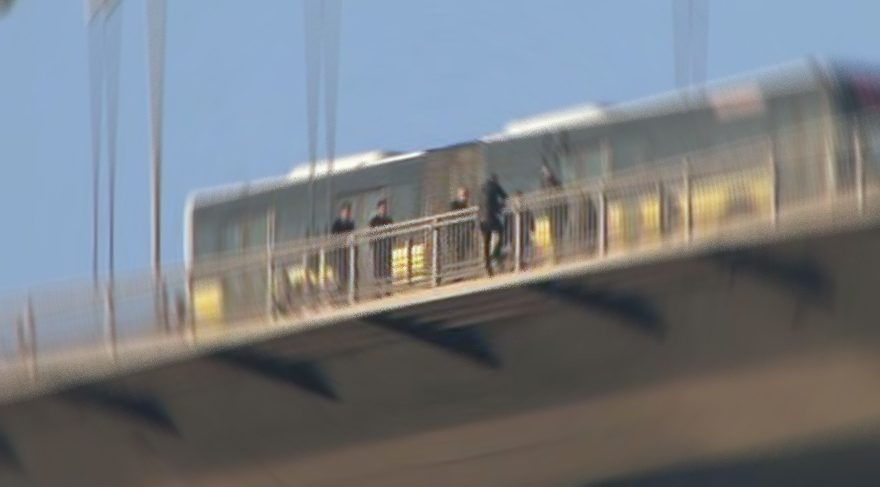 Şehitler Köprüsü'nde intihar