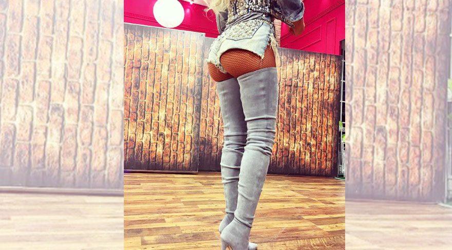 Jelena Karleusa diz üstü çizmeleriyle hayran bıraktı