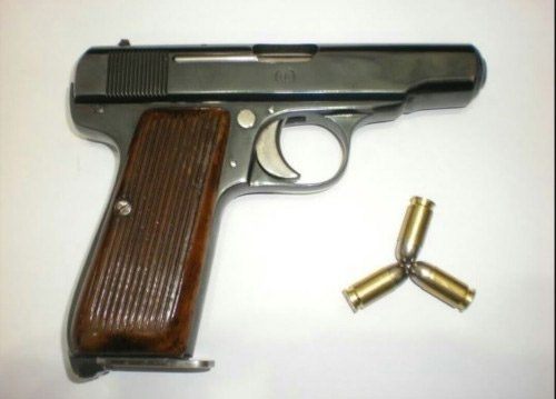 Nuri Killigil tarafından tasarlanan ve o dönem seni üretimi yapılan tabancanın bir örneği Harbiye Müzesi'nde sergileniyor.