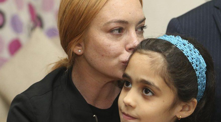 Lindsay Lohan, Sultanbeyli'de Suriyeli aileyi ziyaret etti