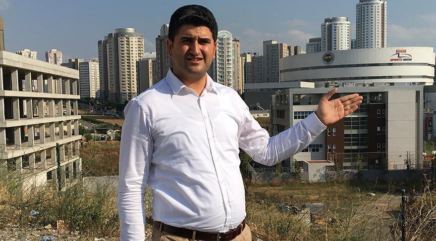 Okulda incelemelerde bulunan CHP İstanbul Milletvekili Onursal Adıgüzel, öğrencilerin metazori yoluyla bu okullara gönderildiğini vurguladı.