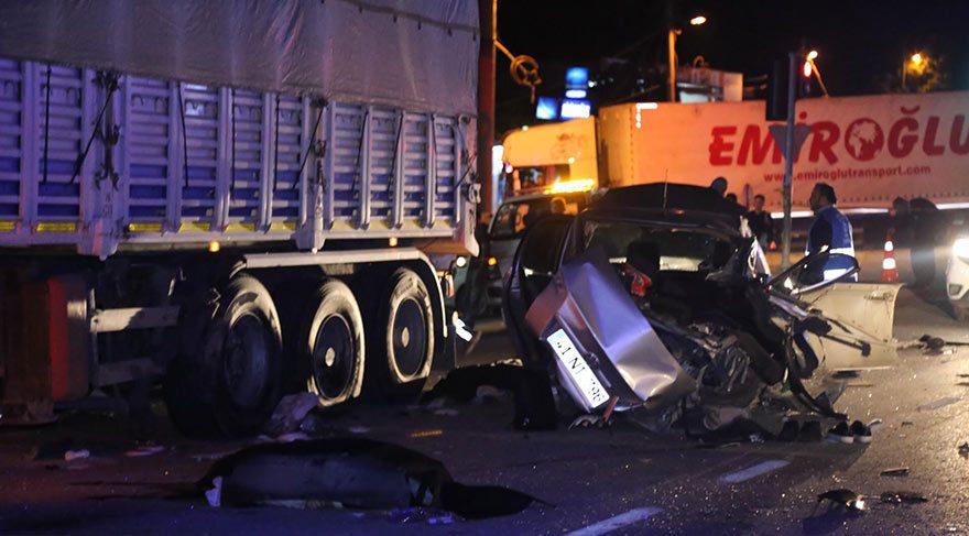 Otomobil, ticari araçla çarpıştı: 3 ölü, 2 yaralı