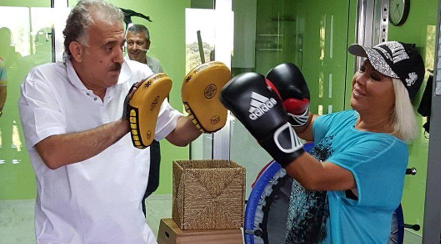 Safiye Soyman ve Faik Öztürk boks yaparken…