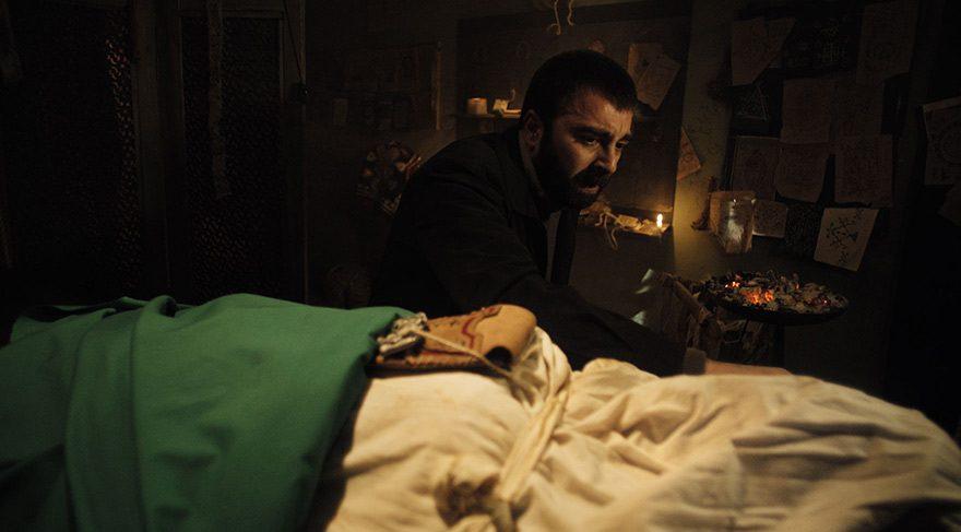 Sedat'ın oğlu Mehmet felçli kalır, Kader ise hafızasını yitirir. Bu olay yüzünden ikilinin arası açılır. Sedat vicdan azabıyla kıvranırken Orhan sevdiği kadını kaybetmemek için korkunç birşey yapmayı göze alır.