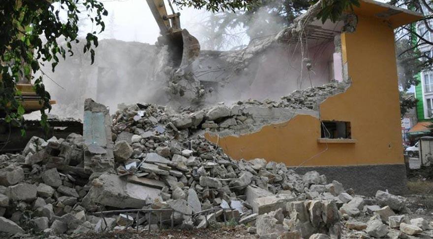 Söğüt'teki eski Sağlık Ocağı ve lojman binalarının yıkımına başlanıldı