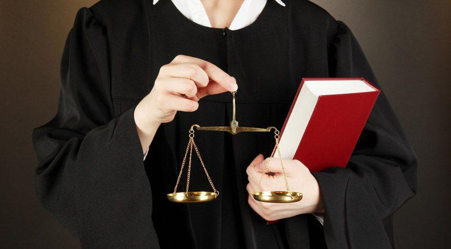 · Yargıçlar, papazlar, din adamları, avukatlar.