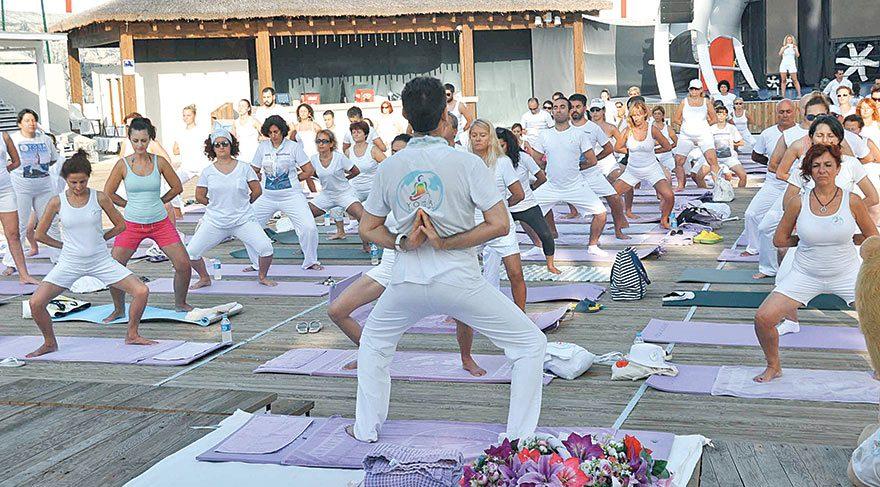Kuşadası'nda yoga şenliği