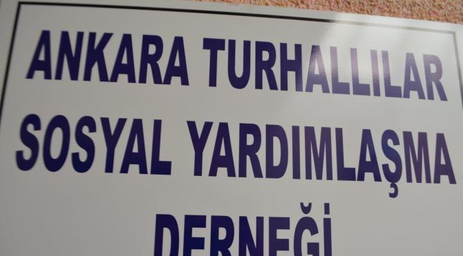 Turhallılar Sosyal Yardımlaşma Derneği 1500 kişiye aşure dağıttı
