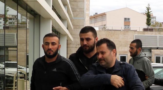 Bıçakla yaralamanın 3 şüphelisi polis tarafından yakalandı